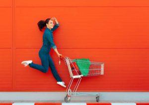 האם משתלם יותר לקנות בפארם אונליין או בחנות פיזית?