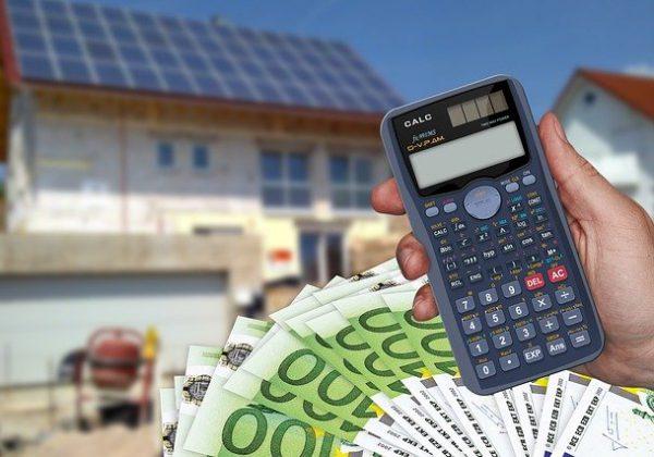 איך מתכננים תקציב נכון בשיפוץ בית או בבניית בית פרטי?